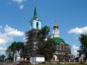 Храм в период покраски фасада и реставрационных работ.