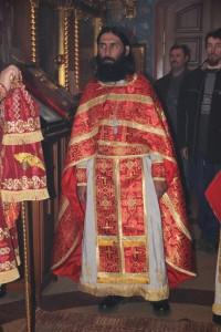 Иерей Олег Шунаев во время богослужения